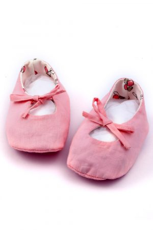 handmade-tie-up-shoes-booties-for-baby-girl-pink-1