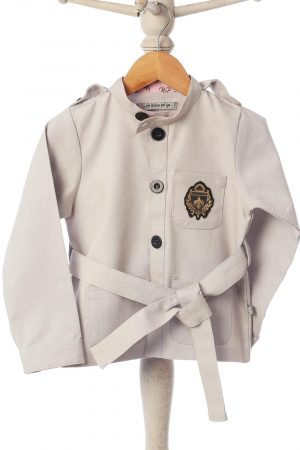 short-jacket-with-crest-and-belt-grey-color-for-baby-boy-1